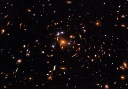 Galaxy cluster producing lensed images of a quasar